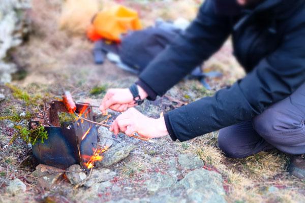 campement bushcraft feu endroit sec